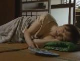 義母の無料jyukujyo動画。昼寝している義母に欲情してハメちゃう義息子