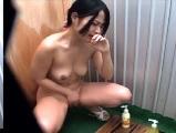 海の家のシャワールームでオナニーする女の子を隠し撮り