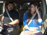 可愛い素人お姉さんが車内でセンズリ鑑賞