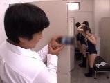 女子更衣室でスク水に着替える女子を隠し撮りしていたら見つかってしまい・・・