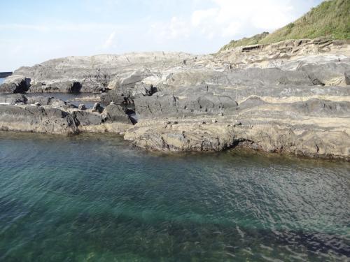 15107奇岩と綺麗な海convert
