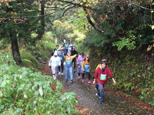 2015-11-03急な山道は歩き
