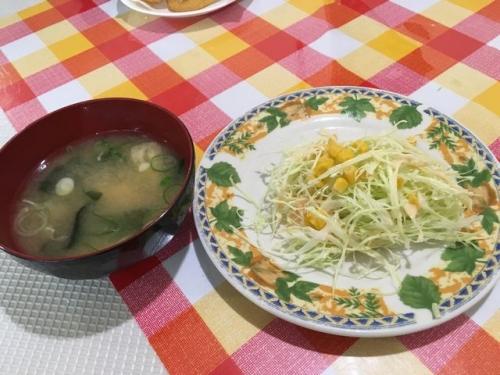 2015-10-28サラダとみそ汁