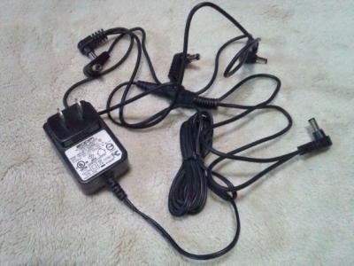 電源アダプターと分岐ケーブル