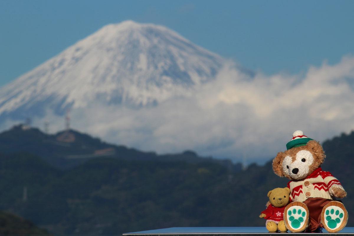富士山をバックに 151128