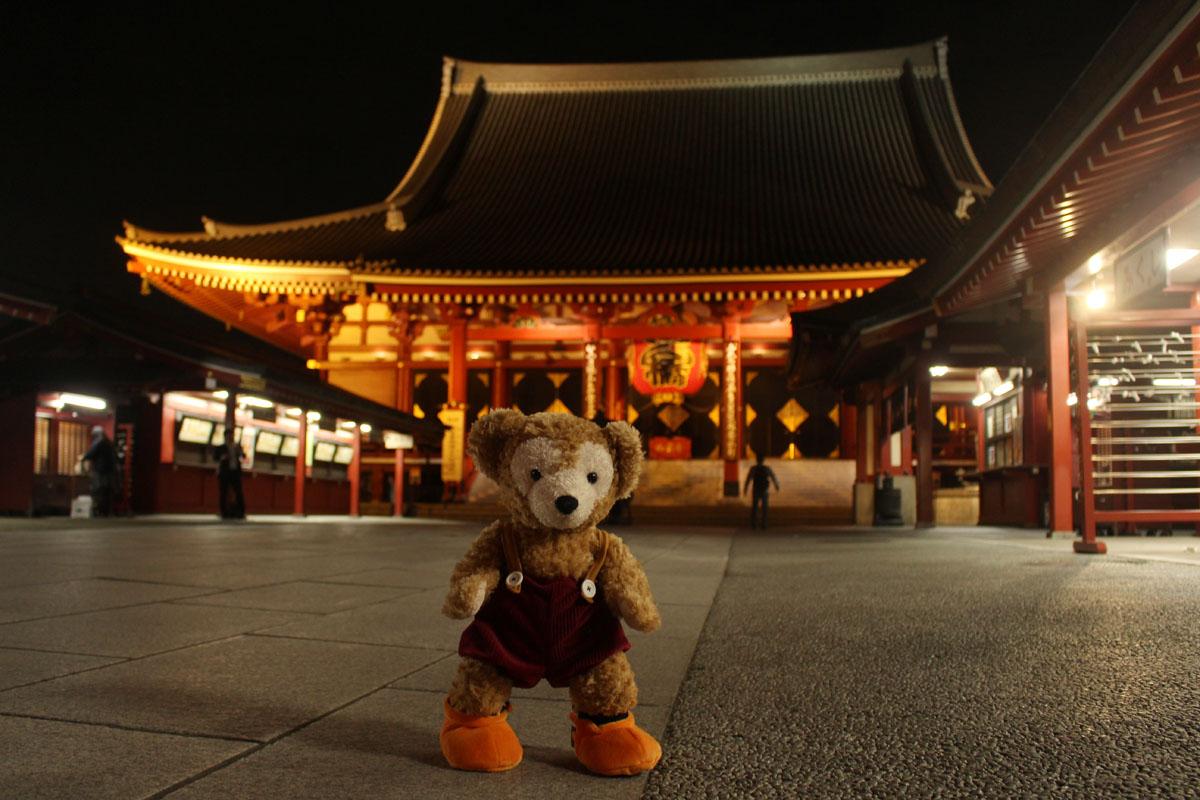 Duffy 夜の浅草寺本堂前 151111