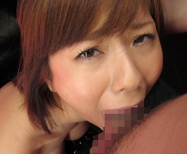 風俗嬢の麻美ゆまがガーター網タイツで痴女足コキ責めの脚フェチDVD画像4
