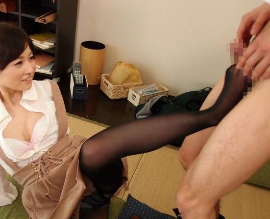 可愛い家庭教師が足フェチ君に黒パンストで足コキ&足射の脚フェチDVD画像4