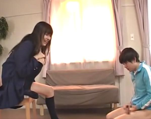 ドエス女子校生がM男の肉棒を素足コキしながらSM淫語責めの脚フェチDVD画像1