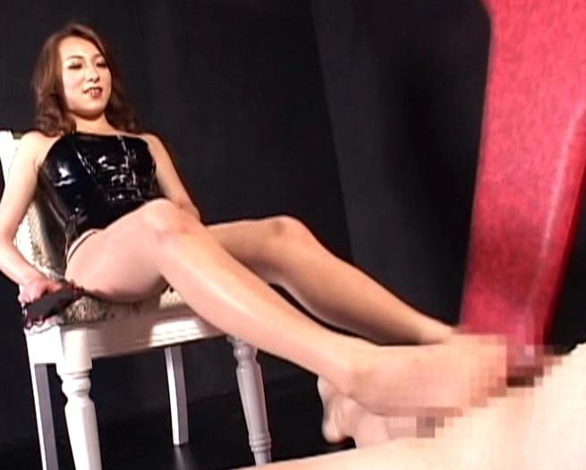 女王様たちのパンスト美脚や素足の足コキ責め足フェチ特集の脚フェチDVD画像1