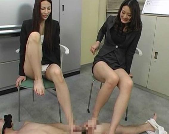 ドエス過ぎる女教師が蒸れた黒パンスト美脚で足コキ抜きの脚フェチDVD画像6