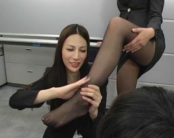 ドエス過ぎる女教師が蒸れた黒パンスト美脚で足コキ抜きの脚フェチDVD画像5