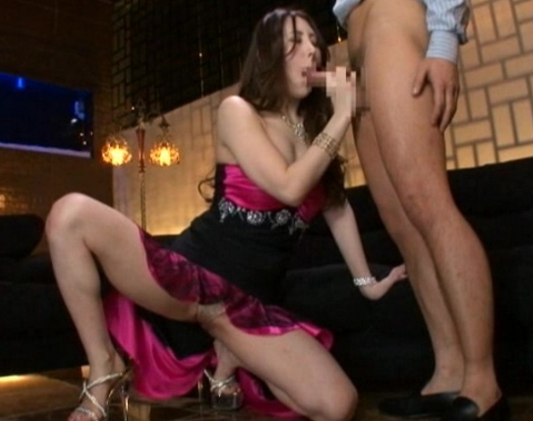 長身でエロ美脚のキャバ嬢が枕営業で網タイツ着衣SEXの脚フェチDVD画像2