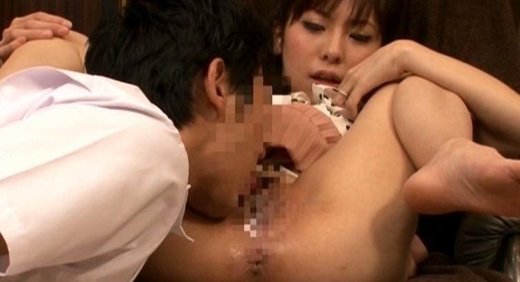 足つぼマッサージをされただけで精子みたいな白い本気汁を漏らしてしまう性欲の強い敏感妻の脚フェチDVD画像2