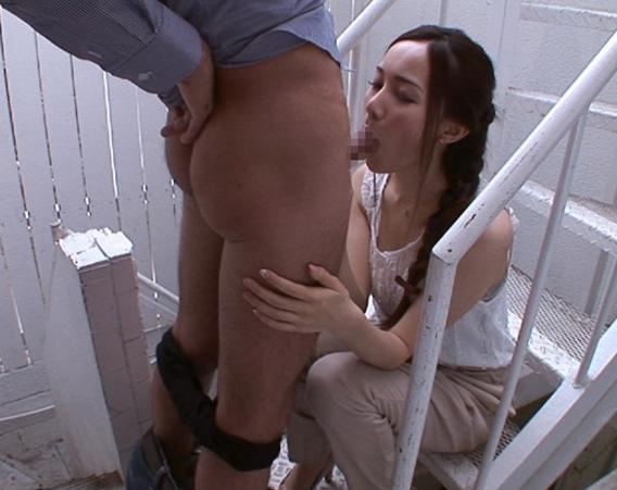 美人お姉さんの上手過ぎるフェラチオとパンスト足コキで大量射精の脚フェチDVD画像1