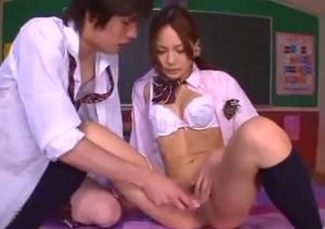 教室で可愛い制服jkと生ハメ