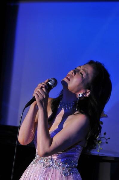 歌い上げる