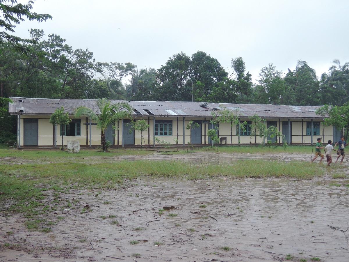 マウンドー市街の高校