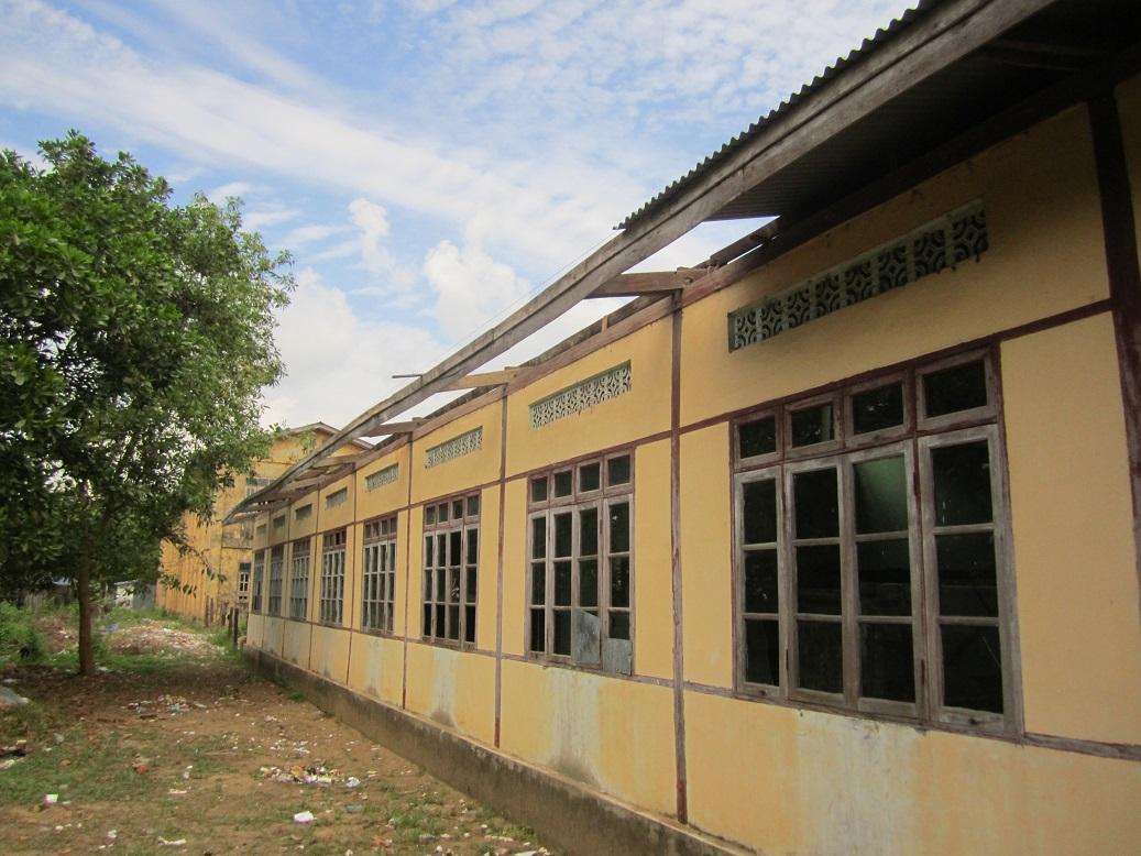 校舎の裏側