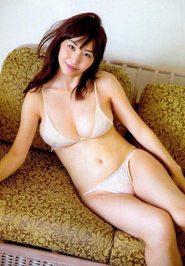 秋田が生んだ美人女子アナ塩地美澄(しおち みすみ)の着衣巨乳のテレビキャプ画像10