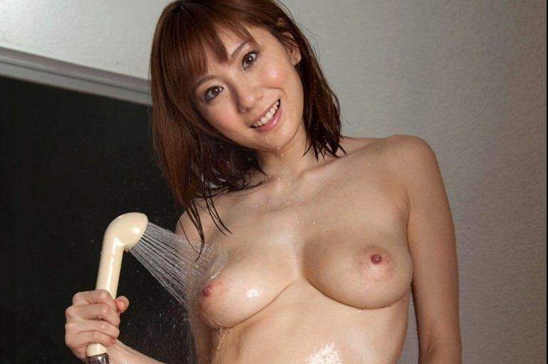 (麻美ゆまの官能ぬーど写真)セックスカップ美しい乳輪な美巨乳お乳▼地帯☆
