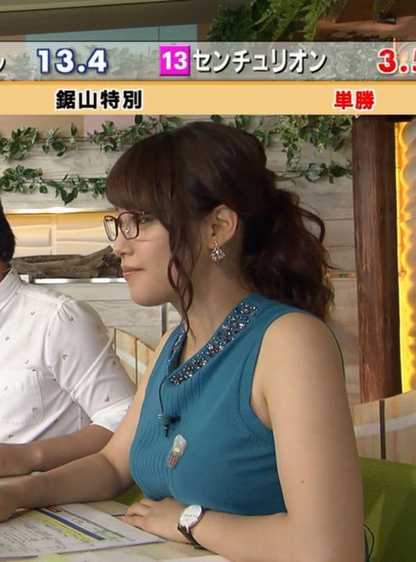 テレ東 鷲見玲奈アナを撮る横乳カメラ画像12
