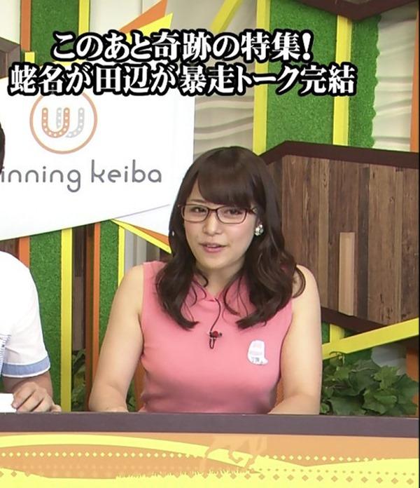 テレ東 鷲見玲奈アナを撮る横乳カメラ画像15