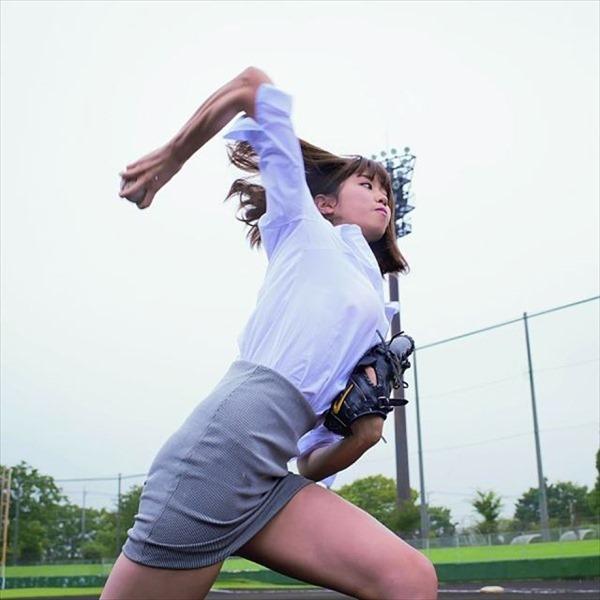 神スイング!で話題の稲村亜美の魅惑の太もも画像 15
