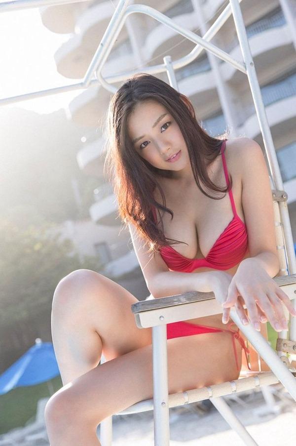 女優 片山萌美がドラマだけじゃなくグラビアにも登場16