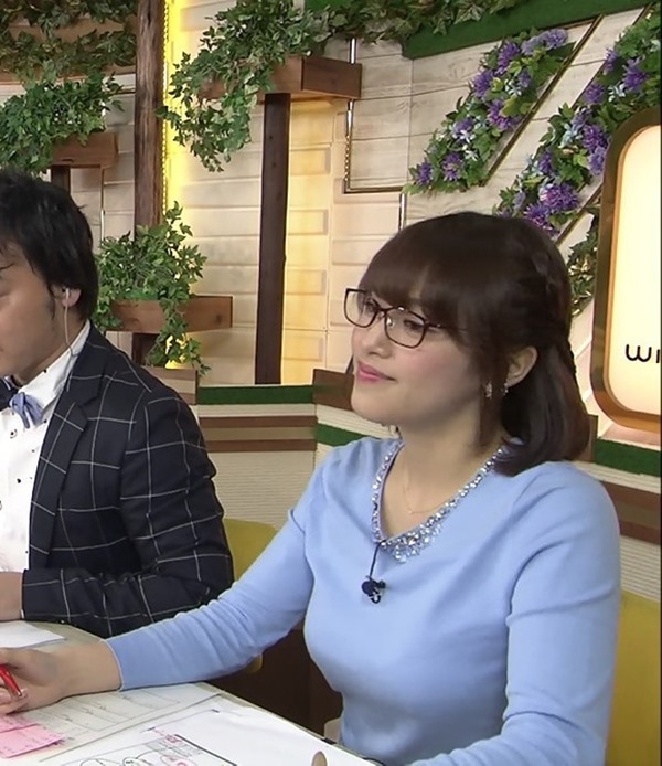 テレ東 鷲見玲奈アナを撮る横乳カメラ画像1