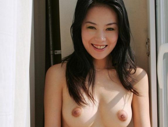 【中国美人の萌えキュン乳輪おっぱい画像・動画】外国人の官能へそヌード!