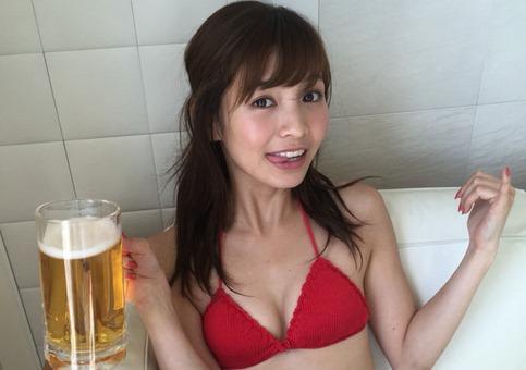 (ほのか(摺河洸)胸キュン女子大学生のミズ着写真)カワイすぎるビール売りの美しい乳がキュート☆