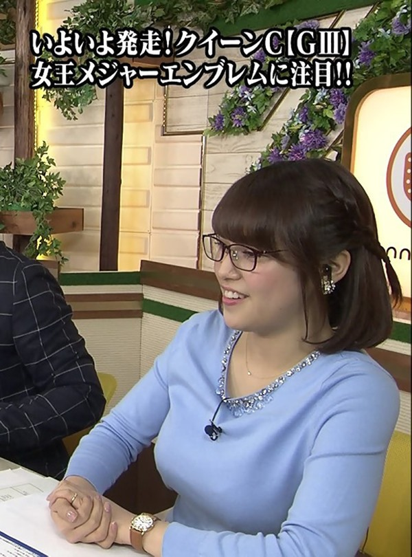 テレ東 鷲見玲奈アナを撮る横乳カメラ画像3