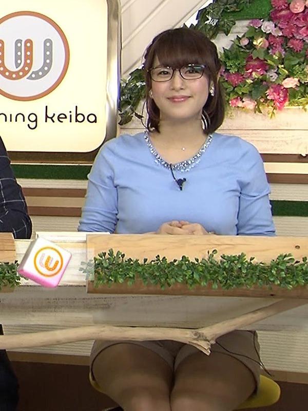 テレ東 鷲見玲奈アナを撮る横乳カメラ画像4