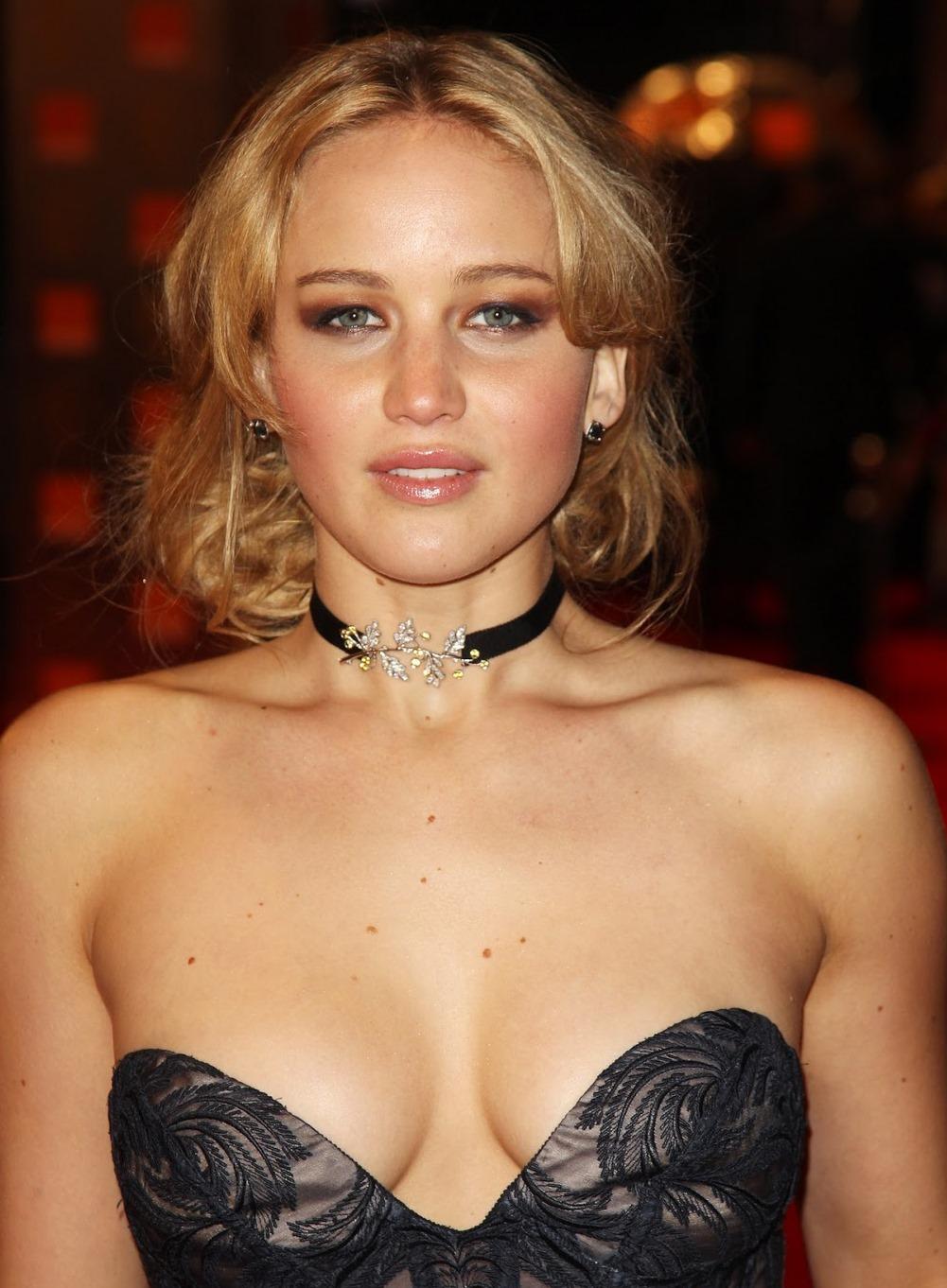 【ジェニファー・ローレンスの私的な巨乳おっぱいヌード画像・動画】女優Jennifer Lawrence!
