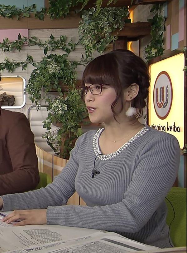 テレ東 鷲見玲奈アナを撮る横乳カメラ画像6