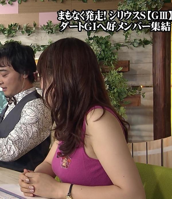 テレ東 鷲見玲奈アナを撮る横乳カメラ画像7