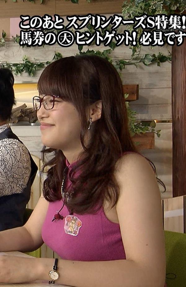 テレ東 鷲見玲奈アナを撮る横乳カメラ画像8