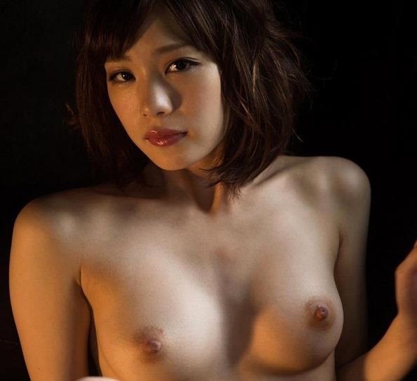 (鈴村あいり(av女優)のヘアぬーど写真)ピンクチクビに下腹部の股間ラインがキュート☆