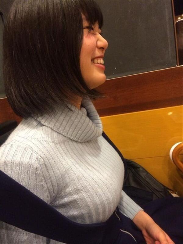 神スイング!で話題の稲村亜美の魅惑の太もも画像 9