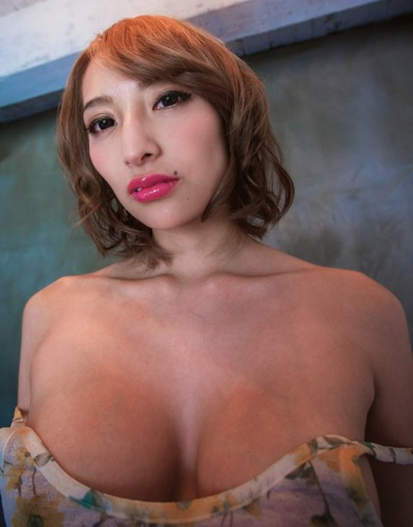 狩野の元彼女タレントの加藤紗里の100㎝巨乳エロ画像12