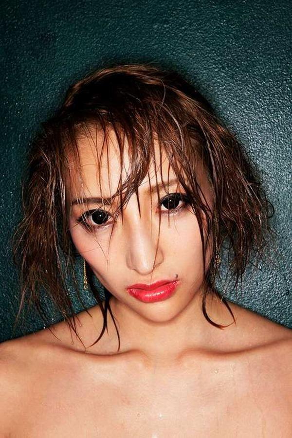 狩野の元彼女タレントの加藤紗里の100㎝巨乳エロ画像16