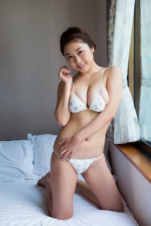 デビュー10周年のIカップグラドル西田麻衣の垂れデカパイ2