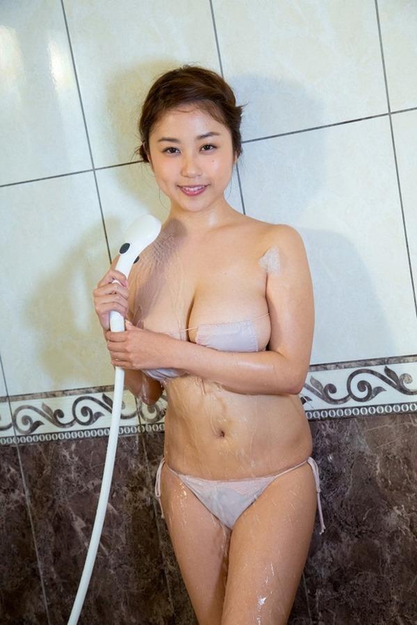 デビュー10周年のIカップグラドル西田麻衣の垂れデカパイ3
