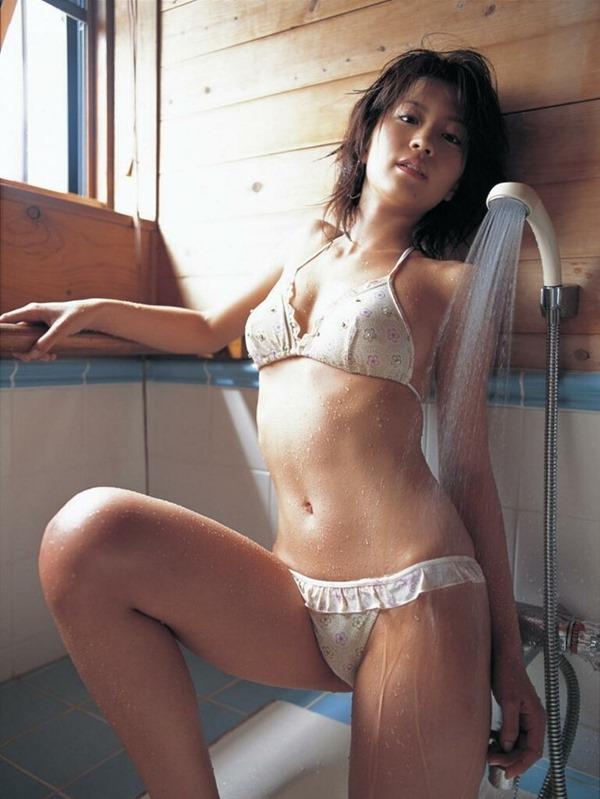 安田美沙子の美乳画像10
