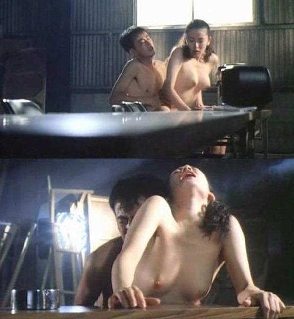 鈴木砂羽のヘアヌード美乳おっぱい画像10