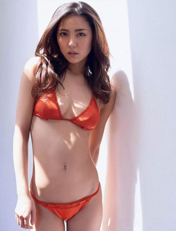 新グラビア女王確定の石川恋のエロ画像10