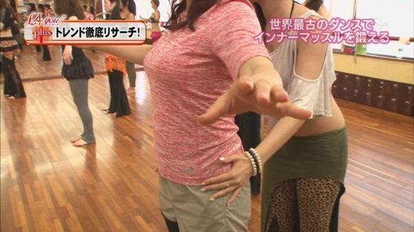 テレ東の鷲見玲奈アナ着衣エクササイズ巨乳キャプエロ画像10