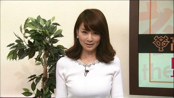 巨乳女子アナウンサーの着衣巨乳画像10