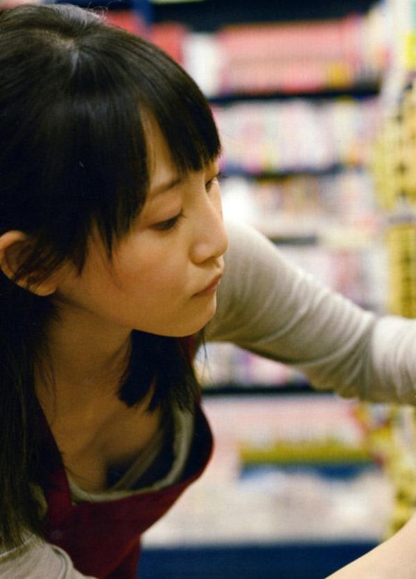 松井玲奈の推定Bカップ美乳おっぱいエロ画像11